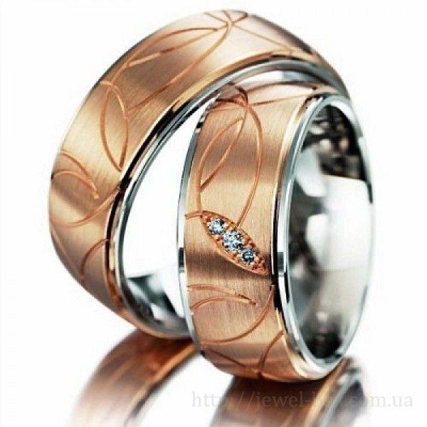 Широкие золотые обручальные кольца с узором
