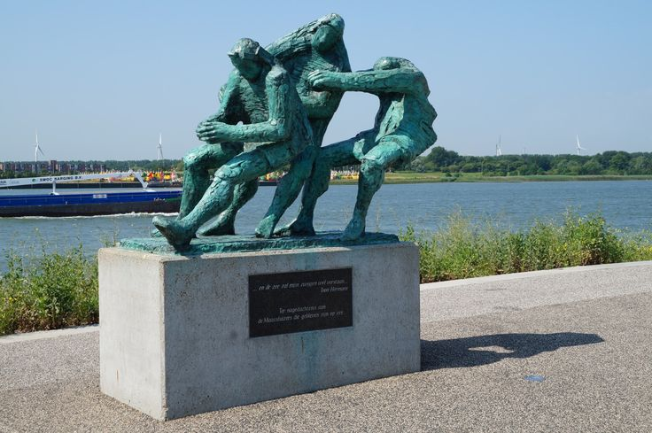 Ter nagedachtenis aan de Maassluizers die gebleven zijn op zee