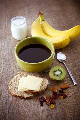 Un bon petit déjeuner est la journée peut commencer. Un café filtré, des fruits, un produit laitier, une tartine de beurre doux accompagné de petits fruits secs, vous avez en main la recette d'un petit déjeuner équilibré !  #MarielysLorthios #Photographe #Culinaire