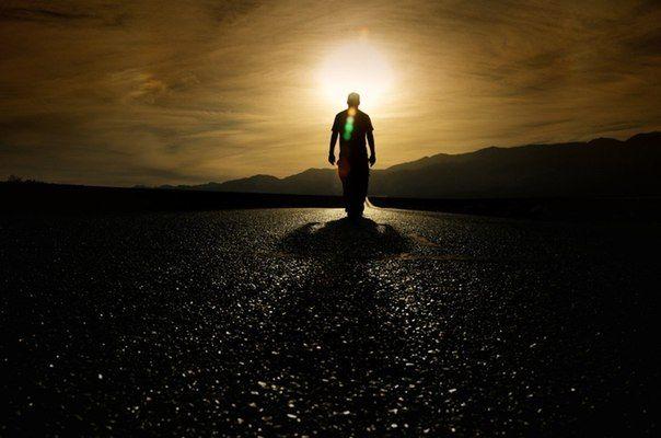 Никто никого не бросает, просто кто-то уходит вперед. Тот, кто отстал, считает, что его бросили.