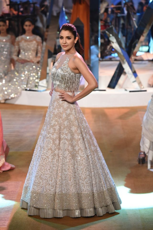 Anushka Sharma looked drop-dead gorgeous in white and silver stunning separates. The actress carried her look with simplicity and let her beautiful outfit talking.