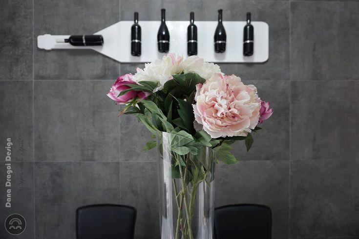 #danadragoi #design #interiordesign #interiordesignideas #tenerife #santacruz #canarias #canaryislands #wine #flowers #stone #dining