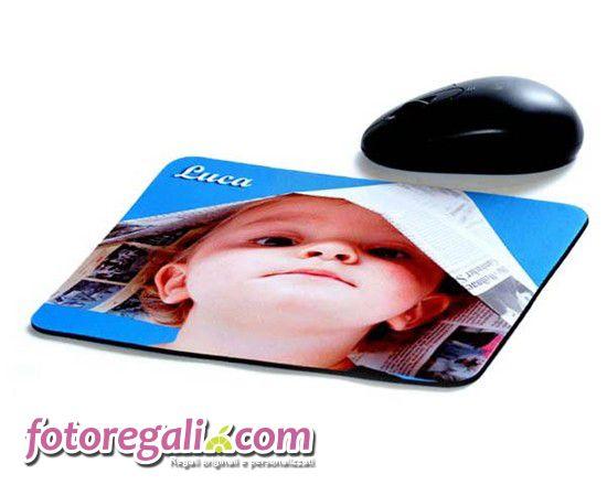 Per dare un tocco di colore alla tua scrivania o semplicemente per creare un gadget originale, personalizza un tappetino mouse con foto, immagini, grafiche e testi. Nel classico formato rettangolare sarà perfetto da regalare persino ai tuoi dipendenti!   http://www.fotoregali.com/accessori-ufficio/tappetini-mouse