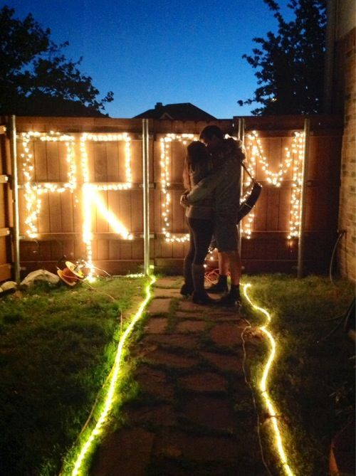 Romantic, creative, high-profile ... there are lots of ways to prompose to that special someone, and we've selected the 25 best promposals to inspire you.