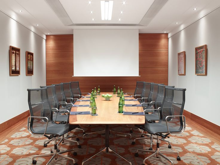 Elevate smaller gatherings to the next level at Hilton Brussels Grand Place. Conduct everything from business meetings to brainstorming sessions in comfortable meeting spaces