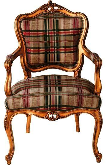 Poltrona Luís XV com um ar austero e elegante graças ao tecido xadrez combinado à madeira dourada.  vintagecroqui.blogspot.com.br
