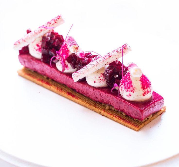 "1,210 mentions J'aime, 15 commentaires – Sergey Kulkin (@sergey.kulkin) sur Instagram : « Тарт ""Вишня, грецкий орех и бобы тонка"" - не люблю вишню в десертах, кроме классического вишневого… »"