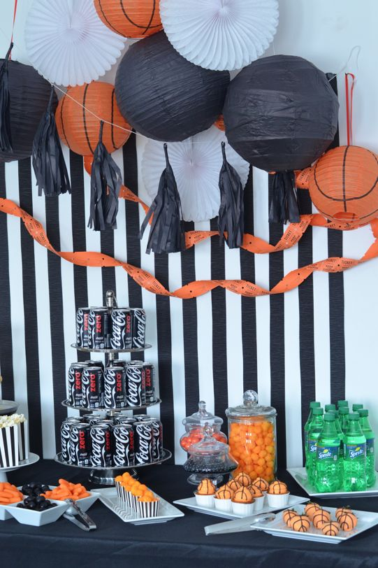 Do you love Coke Zero? Check out this gorgeous black and orange basketball themed watching party! I love the basketball themed strawberries and cupcakes with basketball frosting. Too cute!  #hoopmadness #ad