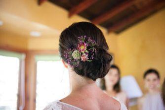My flowers arranged beautifully in Jen's hair Janae Shields Photography