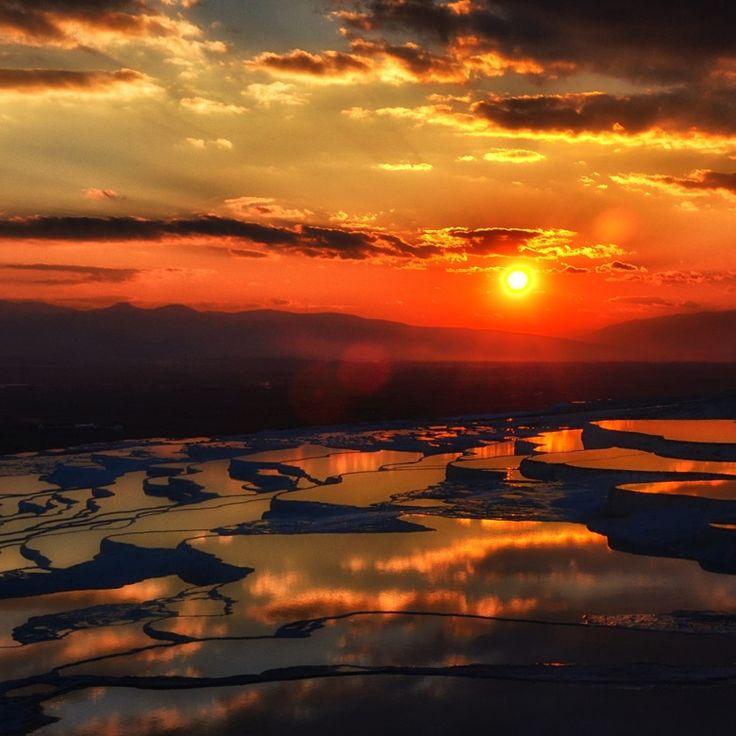 Sunset over the thermal pools in Pamukkale, Turkey, photo by Ali Aslan.  #sun #sunset #thermal #thermalpools #pool #pamukkale #cottoncastle #hierapolis #aegean #turkey #türkiye #denizli #landscape #minerals #rock #terrace #hotsprings #travertines #kaplıcalar #mineraller #teraslar #travertenler #ege #egebölgesi