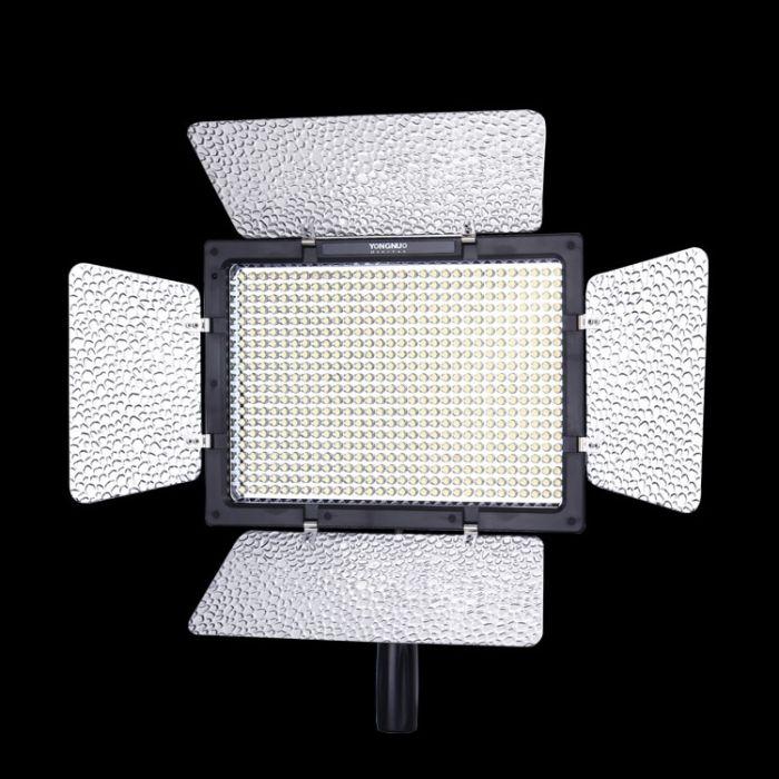 YN-600 3200k-5500k Adjustable LED Light