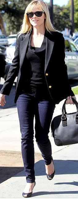 outfit post: black blazer, skinny jeans, black pumps | Outfit Posts