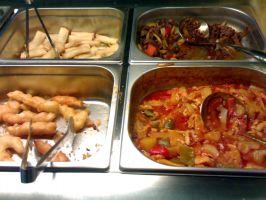 Lounas-buffet, 8,90€. Kevätrullia, peking-nautaa, kalaa, ananas-kanaa.