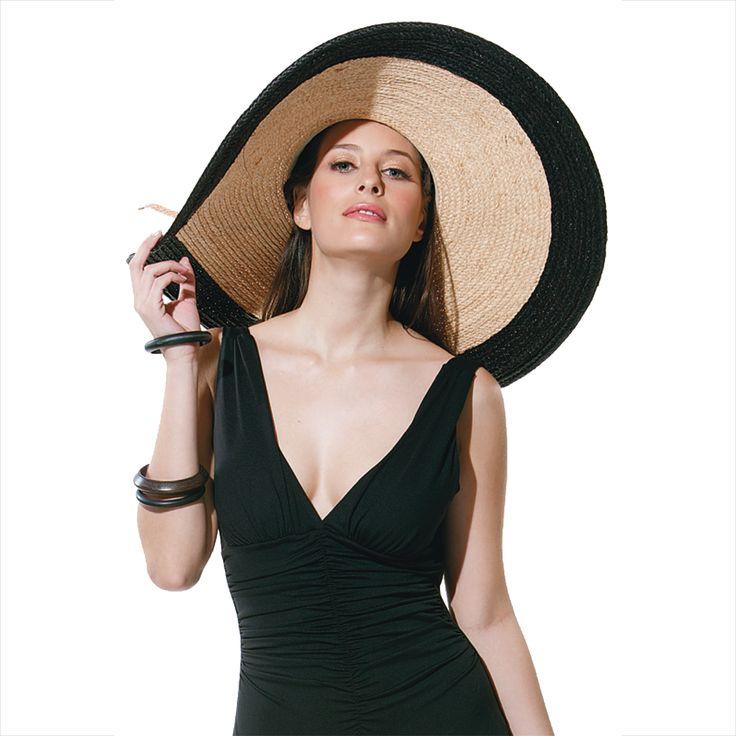¿y que te parece nuestra maxi pava? ¡Super chic! Encuentra el #sombrero que va con tu estilo en nuestras tiendas. https://www.myestivo.com/accesories/hats