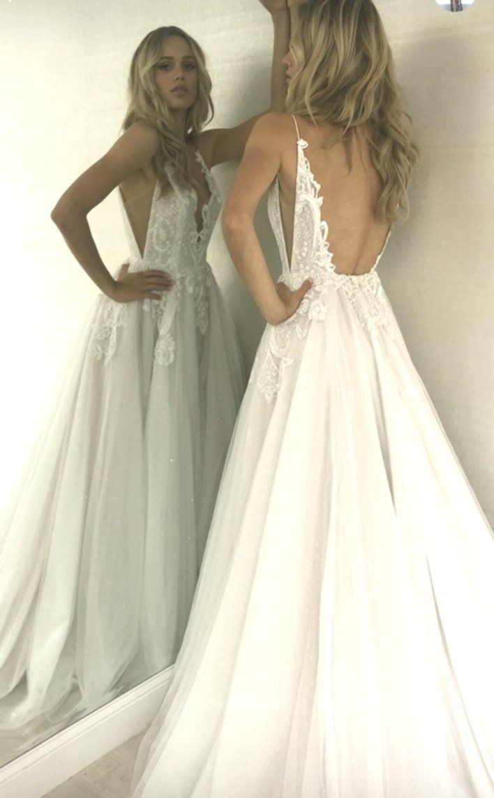 Beautiful #WEDDING look. WHITE DRESS FOR WEDDING CEREMONY. RUSTIC