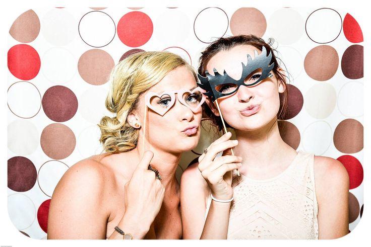 Ihr möchtet eine Fotobox oder Photo Booth für Euer Event mieten. Wir bieten Euch eine Foto & Videobox. Für einen ganz besonderen Partyspaß