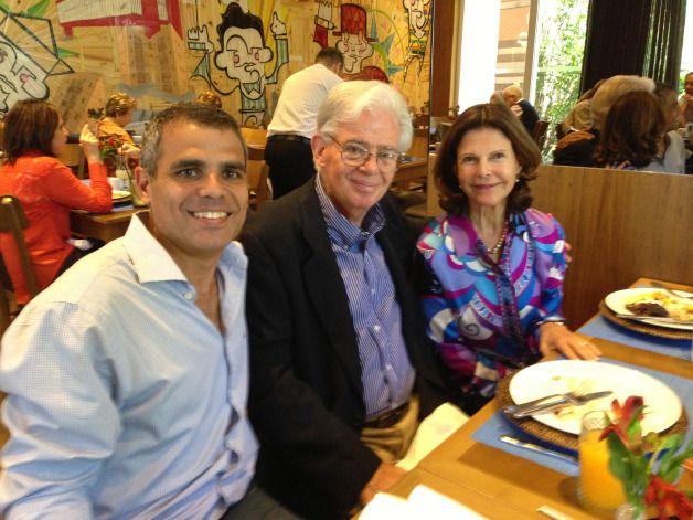 Ricardo Guimarães, Flávio Guimarães e a Rainha Silvia durante almoço no Badebec