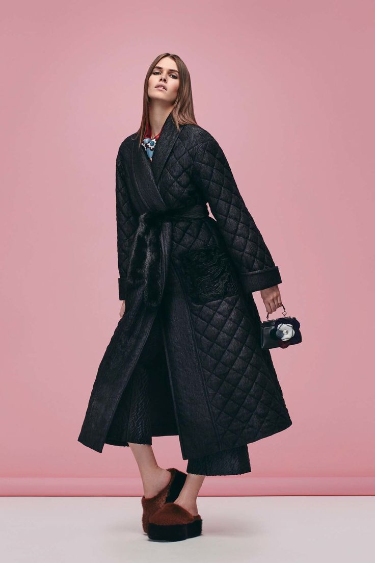 http://www.vogue.com/fashion-shows/pre-fall-2016/fendi/slideshow/collection