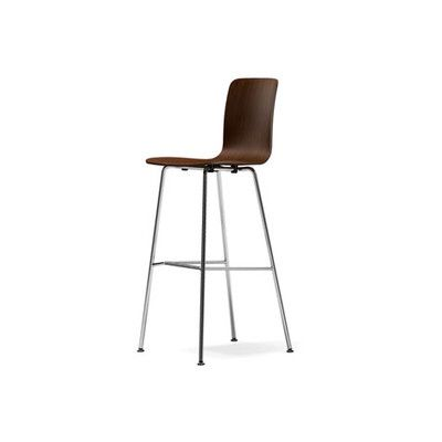 With the Hal Stool from Vitra, Jasper Morrison has created a reinterpretation of the multifunctional shell chair and applied this to a bar stool in two heights.