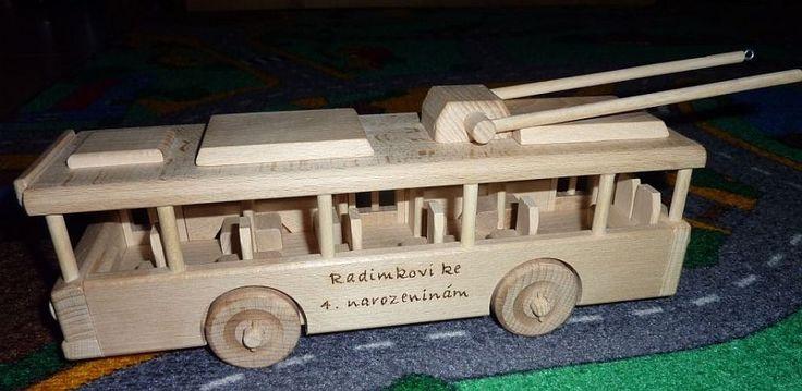 Trolejbus ze dřeva s osobním věnováním