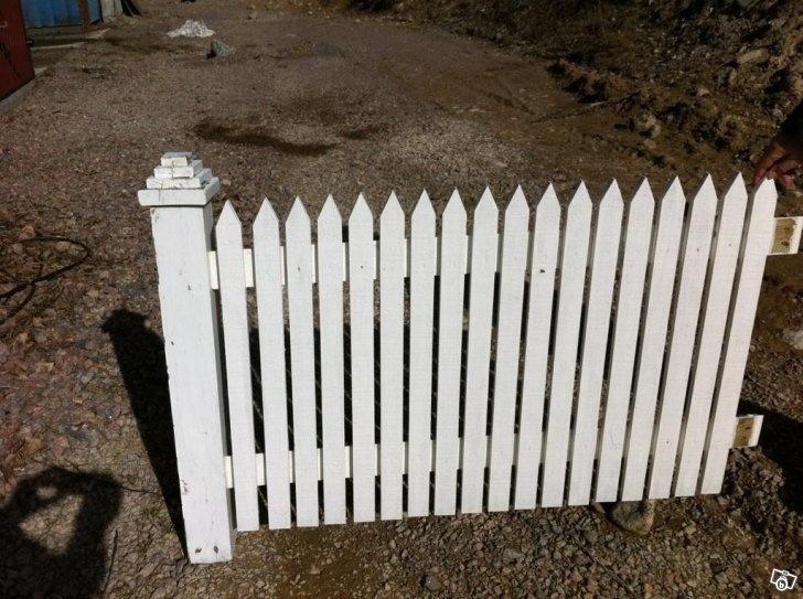 Fint staket av kärnvirke, byggt av snickare  Trädgård  Pinterest