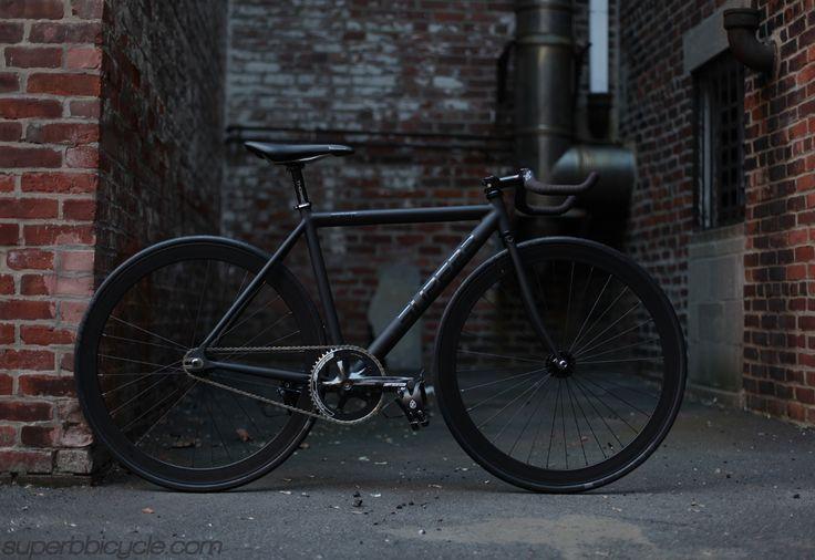 bicicleta negra