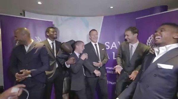 Branislav Ivanović zabawnie mówi po angielsku • Eden Hazard ciśnie pompę z Ivanovicia • Śmieszny film z udziałem piłkarzy Chelsea >> #Chelsea #funny #football #soccer #sports #pilkanozna