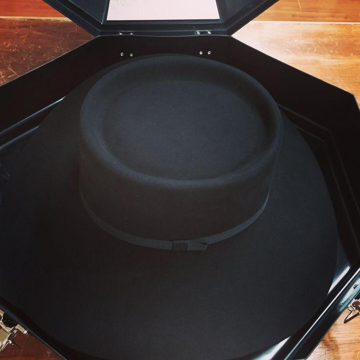 #texana #100x #black #cordobes #vaquera falda 11 cms en #estuche de #lujo lista para enviar a #clientesatisfecho  Compra muy fácil en www.tienda.westpointhats.com y participa en #sorteo de una #tejana #50x  #buenfin #nflmexico
