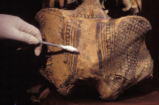 11 m mia de kabayan tatuagem em uma bacia feminina for Egyptian mummy tattoos