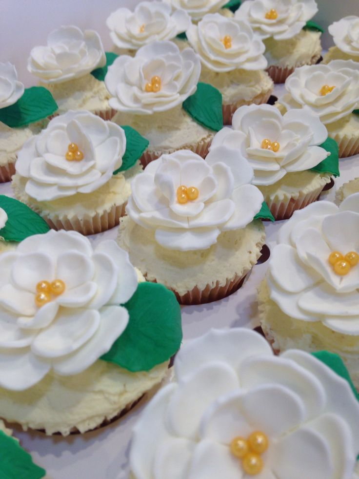 cupcakes - Gardenias flowers for a commitment ceremony