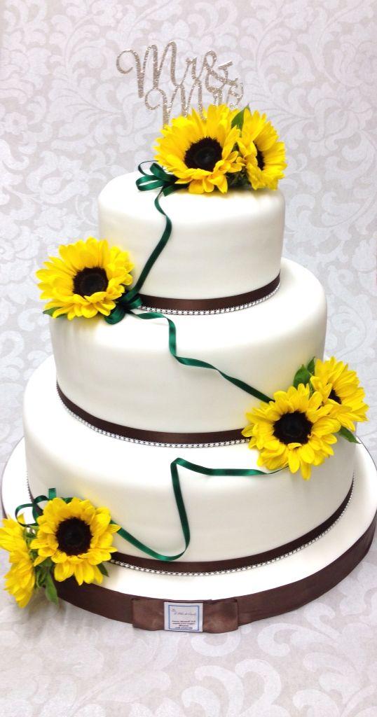 Wedding Cake Country Chic , Pan di Spagna con crema chantilly , frutti di bosco e copertura in pasta di zucchero , Brescia Italy , www.tortedigiada.com