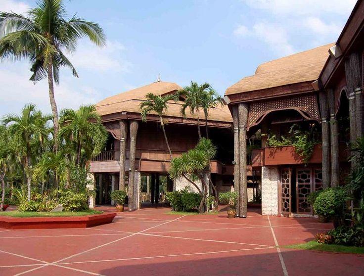http://ru.esosedi.org/CN/places/1000475162/kokosovyiy_dvorets/  Кокосовый дворец – #Китай #Пасаи (#CN) Дворец построенный из кокосовой пальмы и скорлупы кокосового ореха