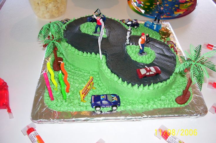 The good old 8 year old cake I made for both Jackson and Brad. Great for all boys young or old.