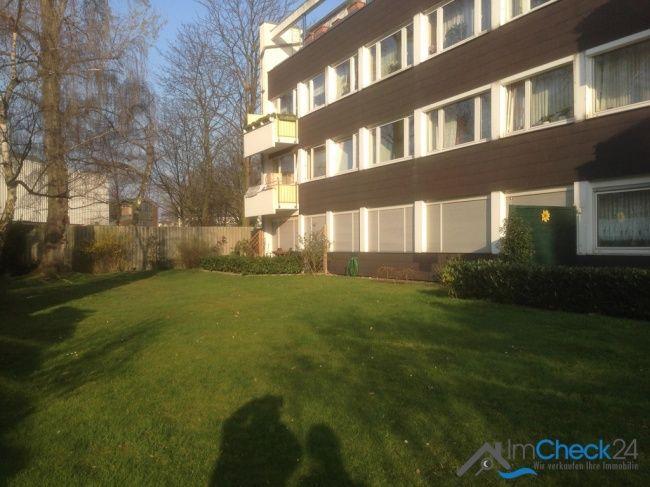 Das Mehrfamilienhaus ist sehr gepflegt und hat insgesamt 3 Obergeschosse, wobei die hier angebotene Wohnung im obersten Stockwerk liegt.