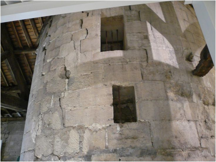 Vestiges de la Muraille de Philippe-Auguste au fond de la cour du 27 de la rue Guénégaud Paris 75006.©GB