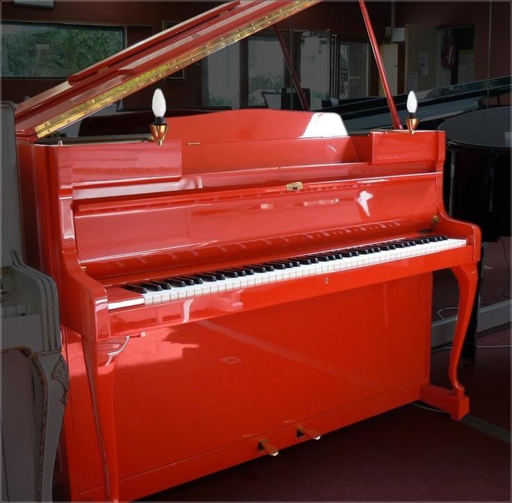 Piano Schimmel rouge