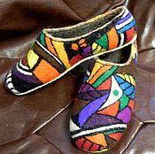 Купить или заказать Тапочки валяные женские ' Сказочный город' в интернет-магазине на Ярмарке Мастеров. Мягкие, тёплые домашние тапочки из натуральной шерсти. Хорошо держат форму. Подшиты микропорой. В мягких и лёгких тапочках вашим ножкам будет уютно и комфортно. А яркий красочный рисунок подарит прекрасное настроение. На заказ можно сделать с любым понравившимся вам рисунком . ----------------------------------------------------------------------- Если Вам понравились мои работы, на...