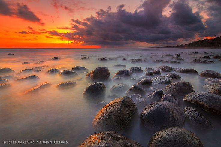 Twilight of Yeh Leh Beach by I Putu Budiastawa on 500px