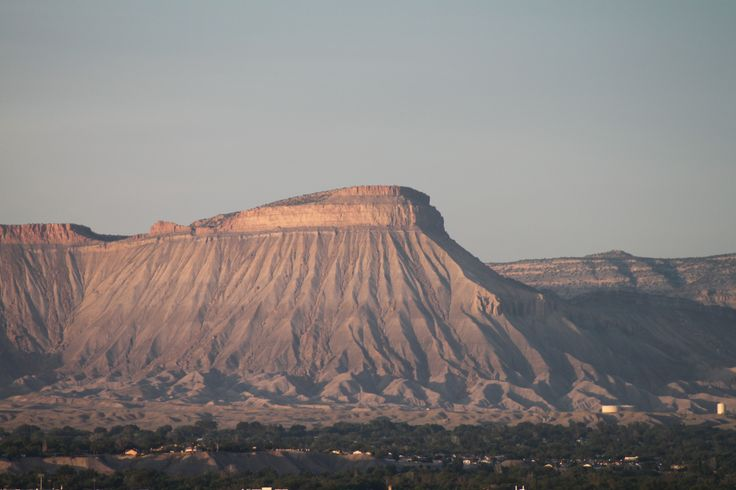 The Book Cliffs, uitzicht vanaf onze B&B in Grand Junction