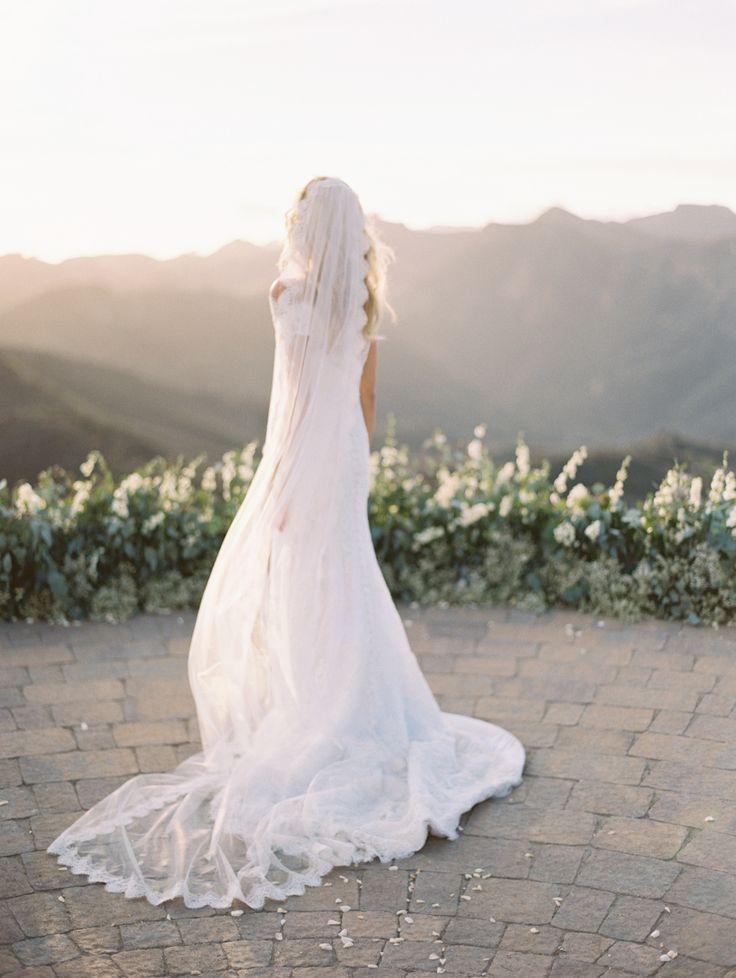 Photography : Kurt Boomer Read More on SMP: http://www.stylemepretty.com/2015/12/29/dreamy-malibu-fall-estate-wedding/