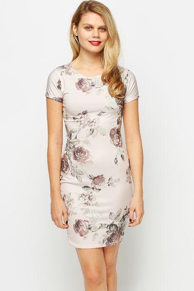 Kobieca sukienka w kwiaty retro