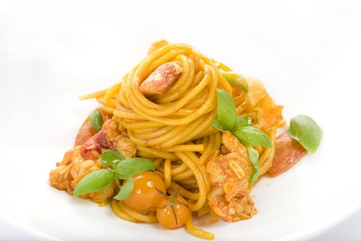 SPAGHETTI ALL'ARAGOSTA    Spaghetti avec homard, tomates fraîches, ail et chili    Spaghetti with lobster, fresh tomatoes, garlic and chillies
