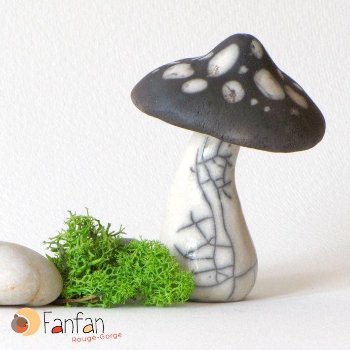 Grand Champignon noir et blanc en Raku : Accessoires de maison par fanfan-rouge-gorge