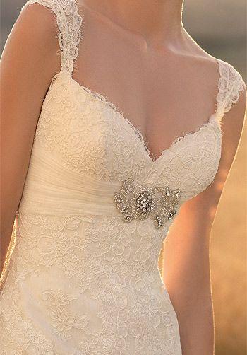 Love this dress - so pretty and elegant