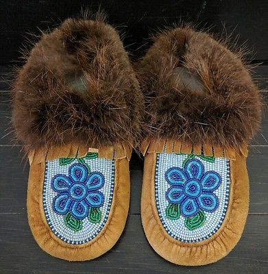 Vintage Handmade Beaded Moccasins Blue Flower 6-7 Fur Leather Shoes Canada