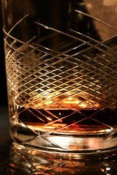 Część do szklanki, reszta do baku. Odpady z produkcji whisky mogą zastąpić paliwo - http://tvn24bis.pl/tech-moto,80/odpady-z-produkcji-whisky-zamiast-paliwa,597034.html