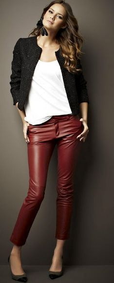 Marsala + preto + branco - Adoro!!! Skinny nesse tom, é sempre uma excelente opção, para dar aquela levantada no look! Tem modelo no estilo da foto, aqui - http://buyerandbrand.com.br/mododeusarmoda/?bi=2ph1BSQ