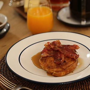 French Toast with Crispy Bacon and Maple Syrup from Georgina O'Sullivan on Recipe Guru. Sweet, salty, indulgent and perfect for breakfast or brunch. See the recipe here: http://recipeguru.co.uk/recipe/french-toast-with-crispy-bacon-and-maple-syrup/154