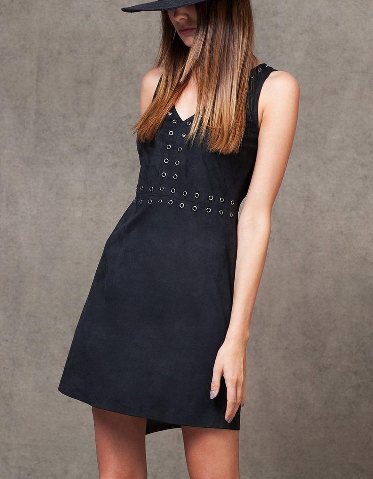 Платье из искусственной замши с маленькими отверстиями