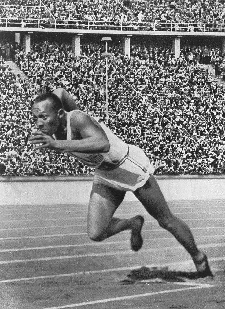 Con sus cuatro medallas de oro, Jesse Owens se convirtió en el ídolo indiscutible de los Juegos Olímpicos celebrados en Berlín en 1936; una gesta que de poco le sirvió en su país de origen en una época en la que todavía predominaba la segregación racial